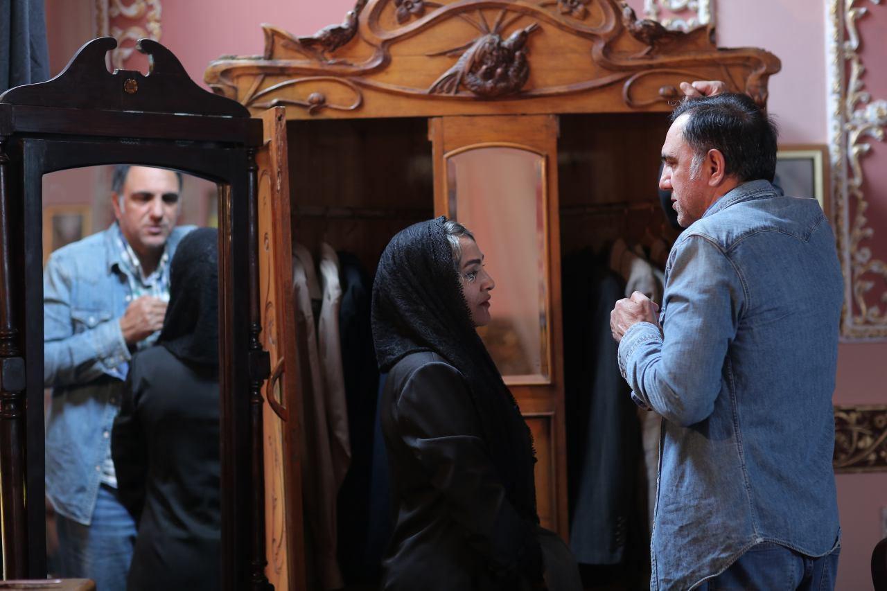 حسن فتحی و بازیگر جدید «شهرزاد» در پشت صحنه +عکس