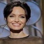 قیافه آنجلینا جولی لحظه جایزه گرفتن هوویش در گلدن گلوب