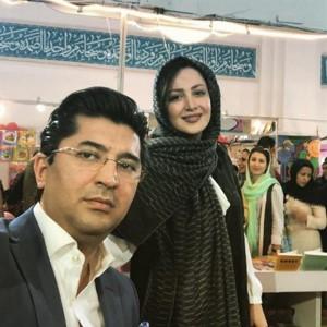 شیلا خداداد و همسرش و بهاره رهنما با بادیگاردش در نمایشگاه کتاب!