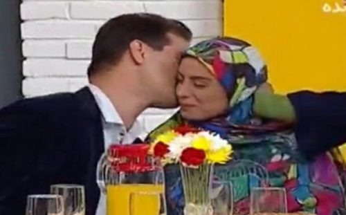 همه ماجراهای بوس و بغل در تلویزیون | از در آغوش گرفتن دو مجری زن و مرد تا بوسه جنجالی محسن افشانی!