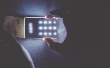 موبایلی که دشمن همه گوشیهای هوشمند است!+عکس