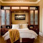 چگونه آینه ها را در دکوراسیون اتاق خواب بگنجانیم؟