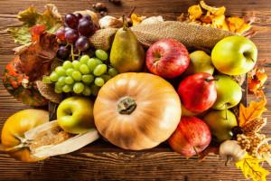 عناصر طبیعی پاییزی میزتان را دکور کنید