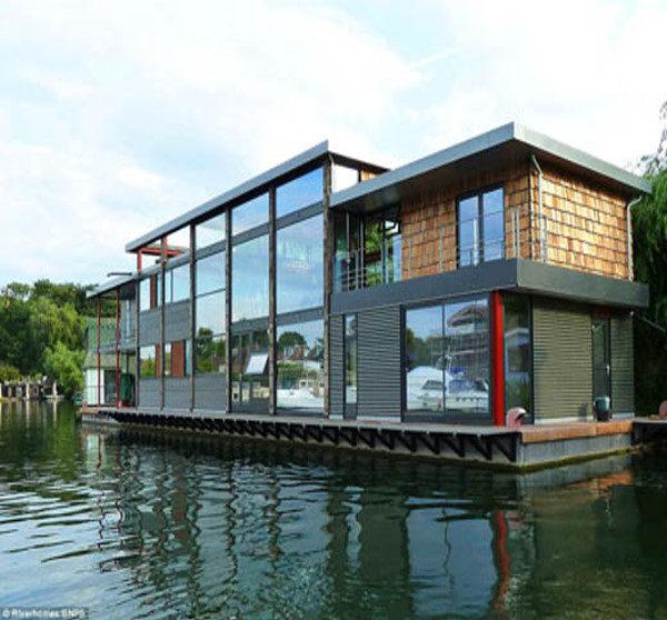 گران قیمتترین و مجللترین خانه روی آب + تصاویر