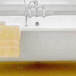مدل دکوراسیون سرویس بهداشتی به رنگ زرد و سفید