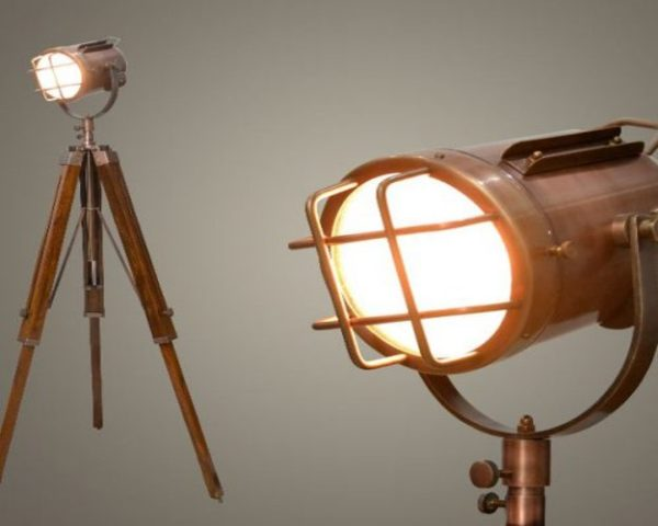 با چراغهای فانتزی سه پایه، یک نورپردازی زیبا و دل انگیز در فضای خانه تان به وجود بیاورید