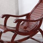 چگونه صندلیهای چوبی قدیمی خود را به رنگهای زیبا تغییر دهید