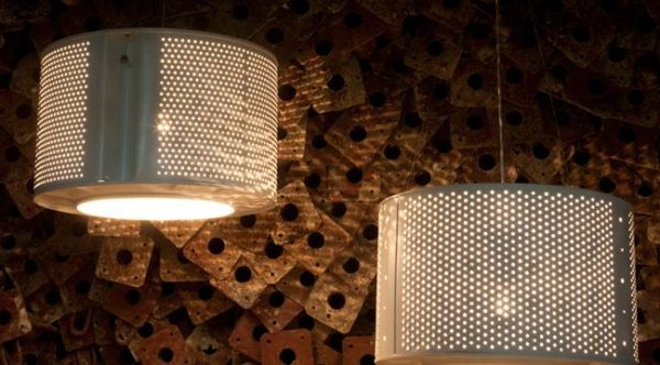 درست کردن لوستر و چراغ با درام لباسشویی برای نورپردازی خانه