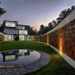 دکوراسیون حیاط خود را با نمای زیبا و متفاوت دیوار حیاط طراحی کنید+تصاویر