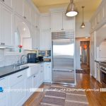 کابینت هایی با رنگها متضاد سفید و سیاه، فضای جالبی در آشپزخانه ایجاد می کنند+تصاویر