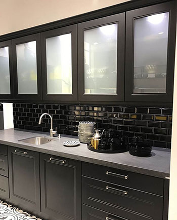 مدل های مختلف کابینت شیشه ای در آشپزخانه های مدرن+تصاویر