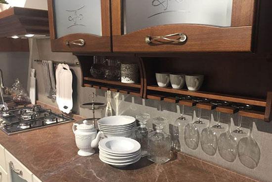 کابینت شیشه ای در آشپزخانه