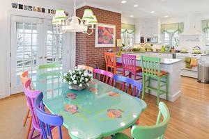 دکوراسیون رنگی منزل زیبایی در یک جزیره خصوصی در ایالت کنتیکت