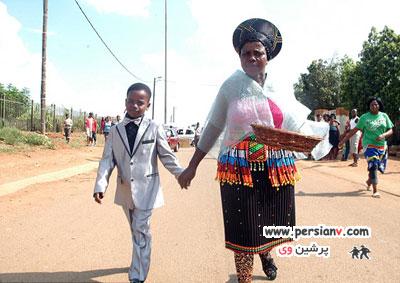 ازدواج باورنکردنی پسر ۸ ساله و زن ۶۱ ساله! +عکس