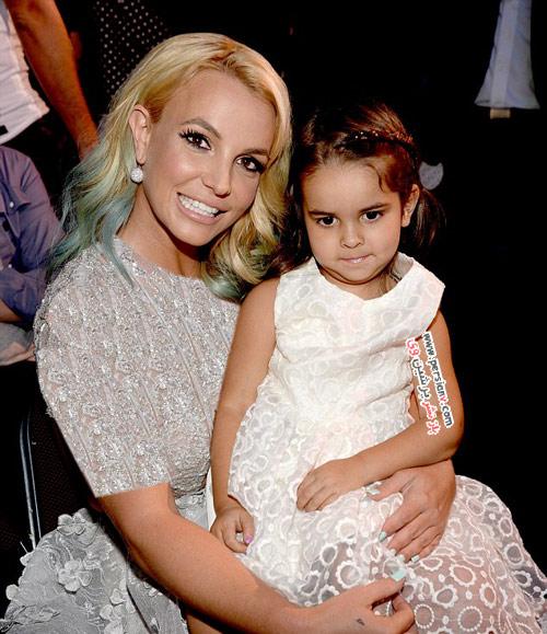 بریتنی اسپیرز همراه با اعضای خانواده اش در مراسم اهدای جوایز +عکس
