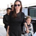 آنجلینا جولی به همراه برادر و پسرانش در فرودگاه +عکس