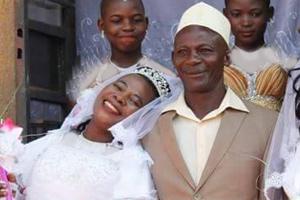 ازدواج مرد ۵۰ ساله آفریقایی با سه زن در یک مراسم عروسی!