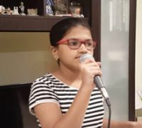 دختر ۱۲ ساله با رکورد گینس خوانندگی به ۱۰۲ زبان خارجی!