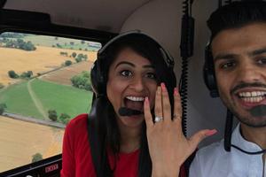 خواستگاری عاشقانه مرد جوان از دختر مورد علاقه اش در هلیکوپتر