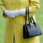 راز کیف ملکه انگلیس در محتویات داخل آن و پیام های مخفی به اطرافیانش