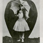 اولین زن چتر باز تاریخ چه کسی است ؟ + تصاویر