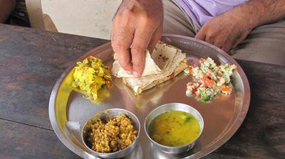 هندی ها چگونه غذا میخورند!؟