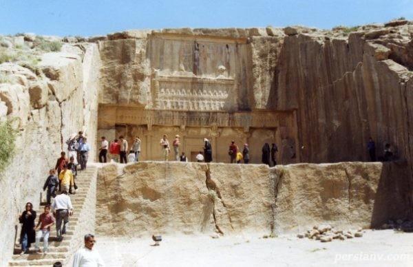 آرامگاه اردشیر دوم در دامنه کوه رحمت تخت جمشید