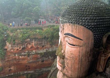 بودای بزرگ در کوه داگوانگ مینگ چین