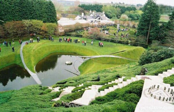 باغی الهام گرفته از علم نجوم، زیستشناسی، ریاضیات و فلسفه
