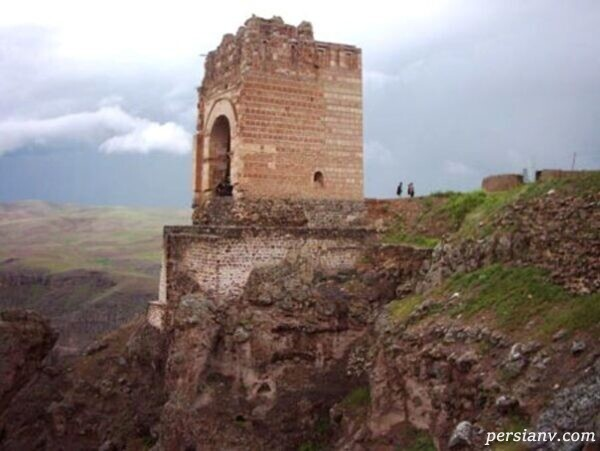 سفری تاریخی به قلعه ضحاک در عجب شیر