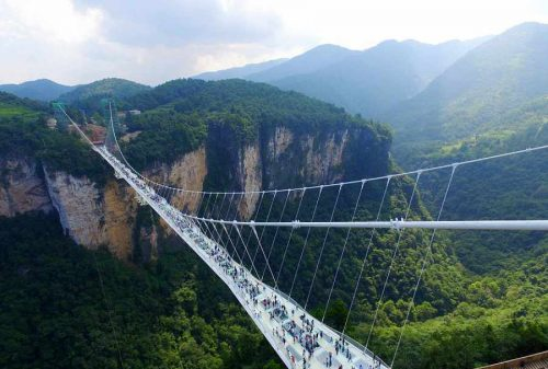 بلندترین پل شیشه ای در چین
