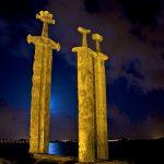 شمشیرهایی در سنگ جاذبه ای دیدنی در نروژ+تصاویر