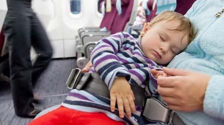 نکات کاربردی برای سفر هوایی بی دردسر و راحت با نوزادان+تصاویر