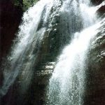 گچان آبشاری بسیار بکر و دیدنی در ایلام +تصاویر
