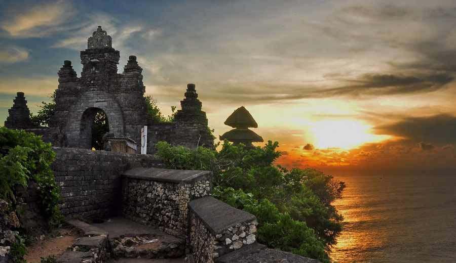 معبد اولوواتواز زیباترین مناظردیدنی در بالی+تصاویر