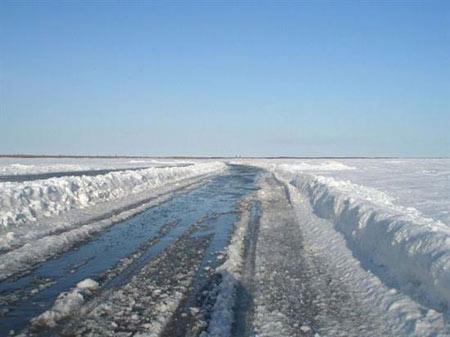 رودخانه ای که در زمستان تبدیل به جاده میشود+تصاویر