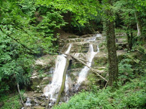 سیری در آبشار بکر و بسیار دیدنی حسینا در بهشت استان گلستان+تصاویر
