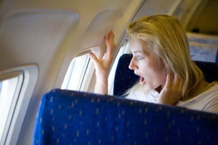 راهکارهایی برای غلبه بر ترس از پرواز در سفرهای هوایی