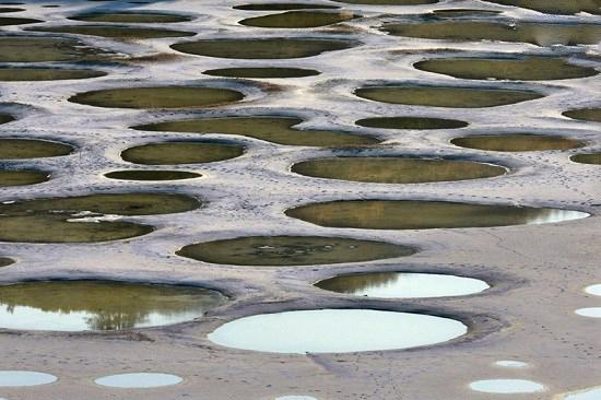 دریاچه خال خالی در کانادا