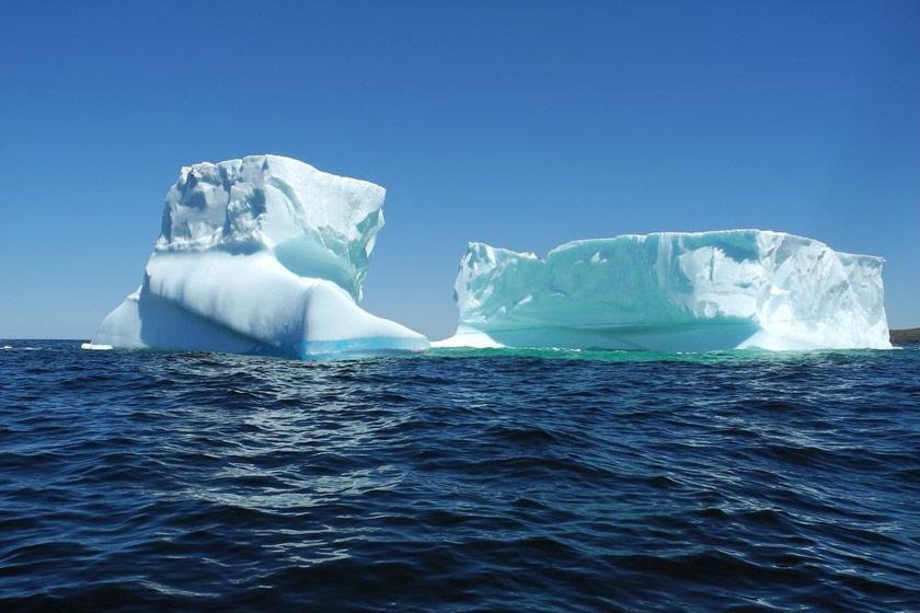 بزرگ ترین کوه یخ شناور در دهکده ی فرینلند کانادا