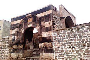 دروازه سنگی خوی دروازه باقی مانده از تاریخ کهن ایران