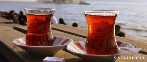 ریختن آب سرد در چای داغ