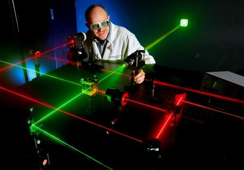 رشته مهندسی اپتیک و لیزر