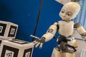 طراحی رباتی شبیه نوزاد انسان