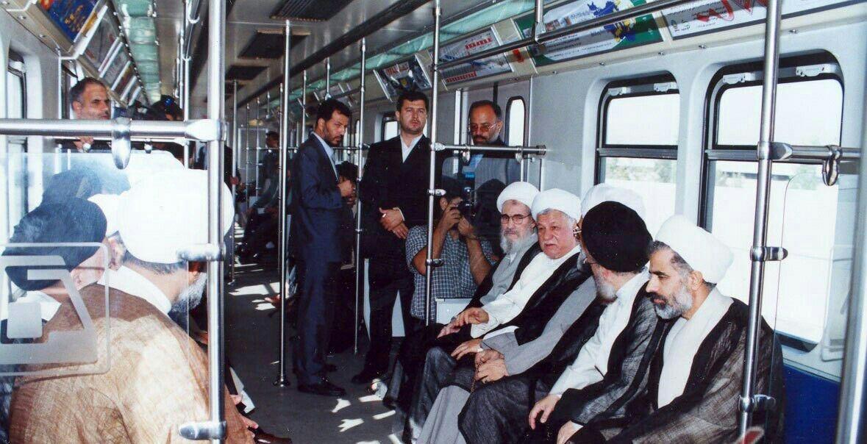 آیتالله هاشمی در متروی تهران