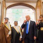 حواشی سفر ترامپ به عربستان | از امضای قرارداد فروش اسلحه تا نوشیدن قهوه عربی و رقص