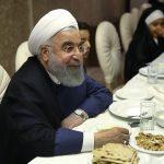 ضیافت افطار روحانی با فرزندان بهزیستی و کمیته امداد