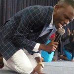 کشیشی که شماره موبایل خدا را دارد!!