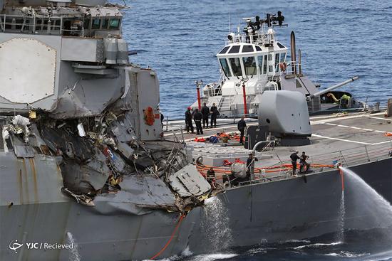 برخورد ناوشکن آمریکا با کشتی