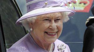 خانواده سلطنتی بریتانیا در بالکن کاخ باکینگهام